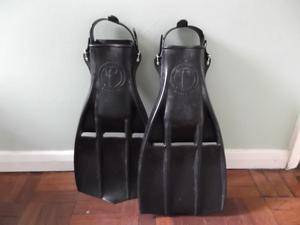 AQUA LUNG ROCKET DIVING FINS / FLIPPERS