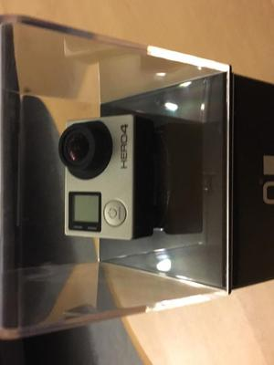 GoPro Hero 4 Silver (WITH ALL ACCESSORIES)