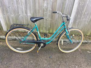 Universal La Riviera Ladies Town Bike. Very good condition. Serviced, Free D-Lock, Lights, Delivery