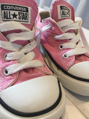Converse girls size 7