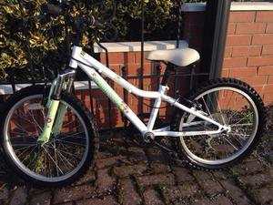 Girls mountain bike (Halfords) 6-9 years. 20 inch