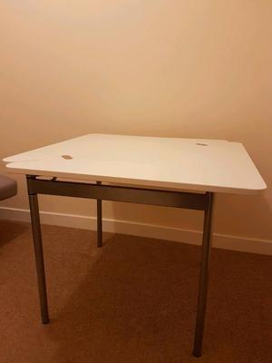 folding living room table folding eastbourne posot class. Black Bedroom Furniture Sets. Home Design Ideas