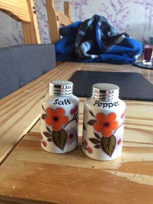 Antique.. collectible.. kitsch.. salt and pepper set