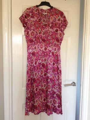 """""""East"""" dress,exc cond."""
