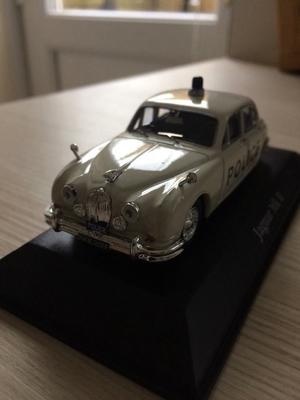 Jaguar MkII Bedfordshire Police 143 scale