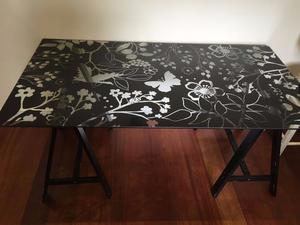 Glass table desk ikea frosted chelmsford posot class for Table verre ikea
