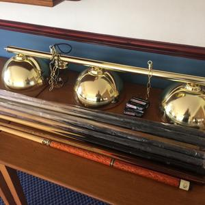 8 pool cues and light