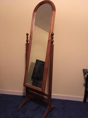 Free Standing Oval Mirror Old Sunderland Posot Class
