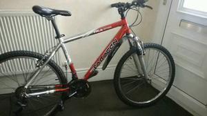 Saracen mountain bike, Suntour shocks,£85