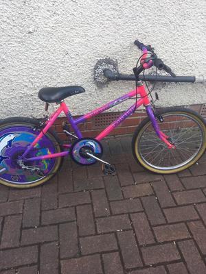 Girls bike age 7-9
