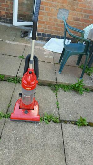 Vax hoover upright bagless vaccum cleaner in good working condition