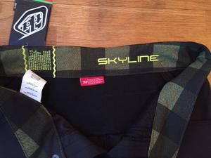 New and unused - Troy Lee Designs MTB cycling shorts