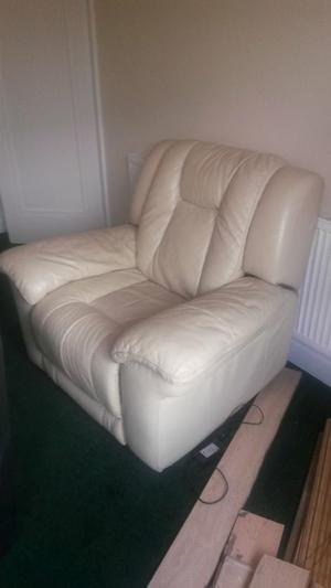electric white leather reclining arm chair very comfortable great