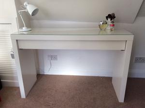 ikea malm dressing table posot class. Black Bedroom Furniture Sets. Home Design Ideas