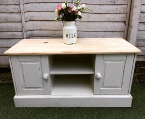 shabby chic tv unit in fareham posot class. Black Bedroom Furniture Sets. Home Design Ideas