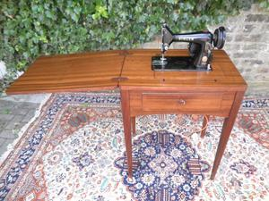 HEAVY DUTY SINGER 99K... FOLD AWAY ELECTRIC SEWING MACHINE IN TABLE WITH MANUAL V.G. CONDITION