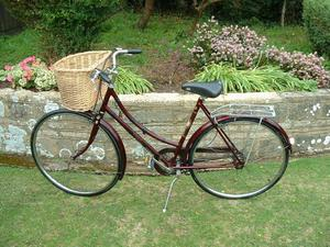 RALEIGH CAMEO TRADITIONAL LADIES BICYCLE WITH BASKET