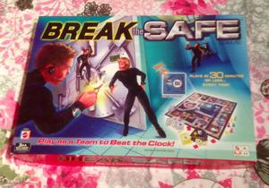 Break The Safe Board Game With Electronic Safe Mattel VGC 100% Complete.