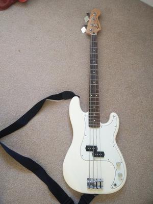 Fender Precision Bass guitar w. Bag