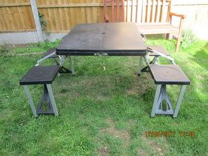 Folding camping/picnic table