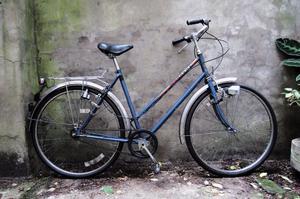 PEUGEOT. 21 inch, 53 cm. Vintage ladies womens dutch style traditional road bike, 3 speed