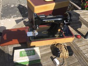 Singer electric sowing machine 99K