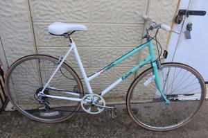 bikes Ladies city bike 700c - -L@@K - - (p.s if you can read this it's still for sale)