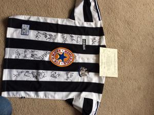 Newcastle Utd Entertainers Signed Shirt