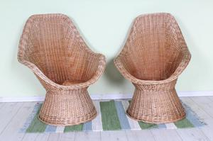 DELIVERY OPTIONS - 2 X MATCHING WICKER CHAIRS IN GOOD