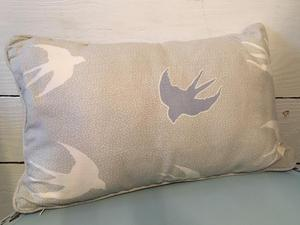 Cushion in pale grey/white with blue and white birds
