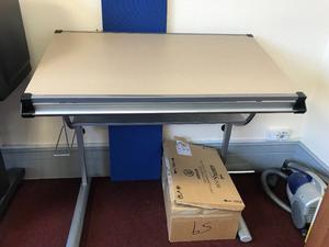 Fully adjustable drawing table hardly used