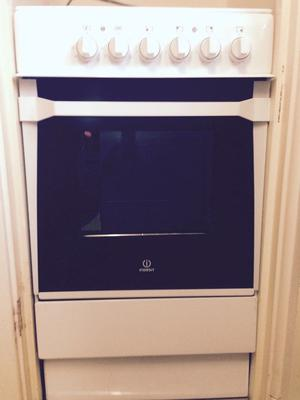 Indesit I5ESHW 50cm Single Oven Electric Cooker in White, Solid Plate