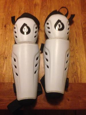 SixSixSixOne 661 Comp Knee pads guards downhill mountain bike size large