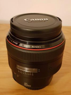 Canon 85mm lens f1.2 L series lens. Mark 1. Hardly used.