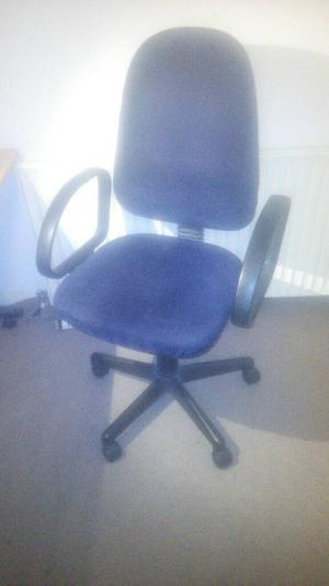 Computer seat adjustable wheeled office chair