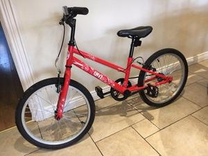 """Apollo Envy, 20"""" Kids Bicycle, 1 year old but looks like new. Girls Bike. Ideal for 7-9 year olds"""