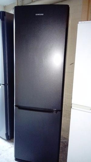 Fridge freezer Samsung is like new free delivery