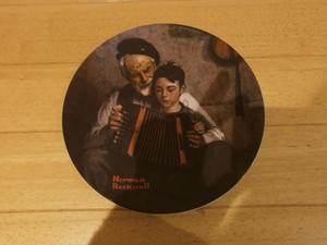 Limited edition plate by Norman Rockwell, 'The Music maker'
