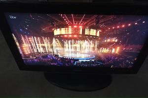 """Samsung 32"""" HD LCD tv in excellent condition!"""