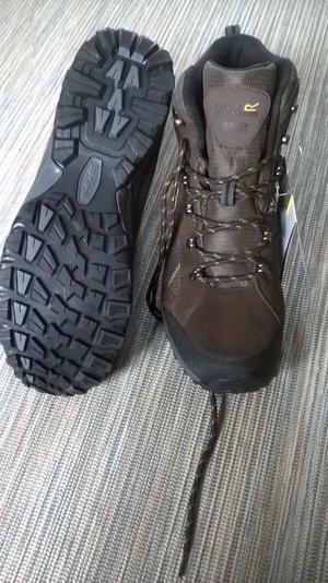 brand new mens walking boots, still boxed, size 11