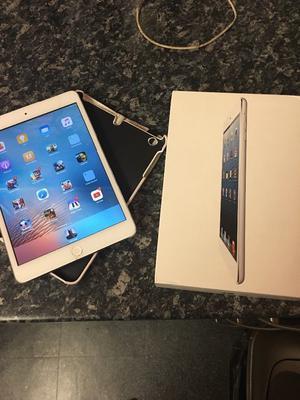 Apple iPad mini 7.9 inch small crack fully working