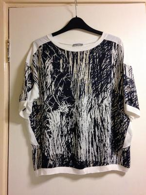 **BRAND NEW** Womens size 12 white and navy short sleeve top from Zara