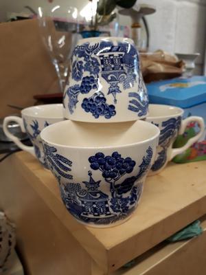 EIT vintage tea cups. Blue white. Set of 4