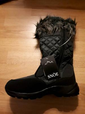 Winter yard boots size 6