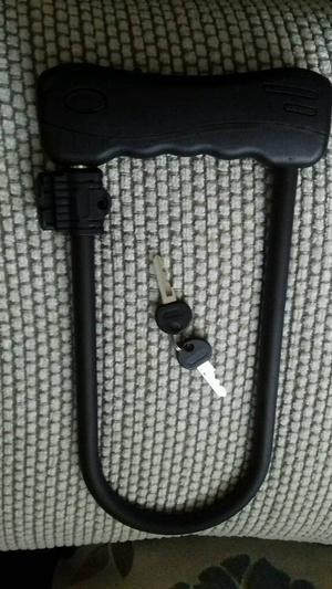 D.Lock with 2 Keys.