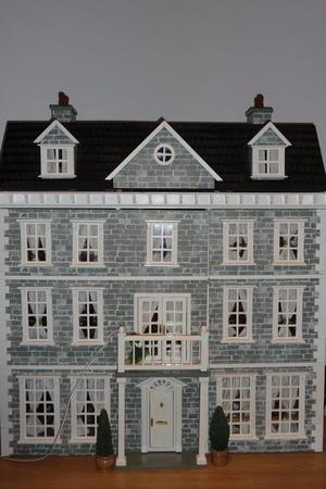 Victorian Collectors 12 Bedroom furnished Dolls House