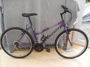 ADULT LADIES UNIVERSAL MOUNTAIN BIKE IN GOOD CONDITION