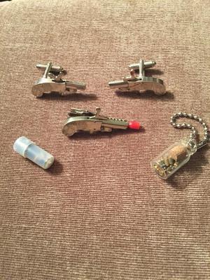 Vintage Berloque 2mm pinfire cufflinks and tieclip