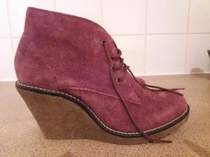 Mantaray suede wedge boots, size 5. Tried on in house, not used outside.