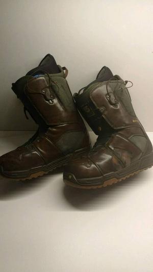 Burton Moto snowboard boots 8.5